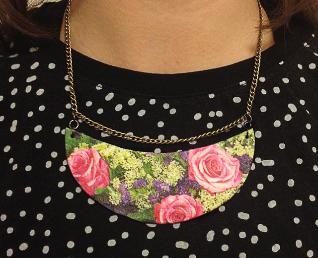 halsband-decopage-med-rosor